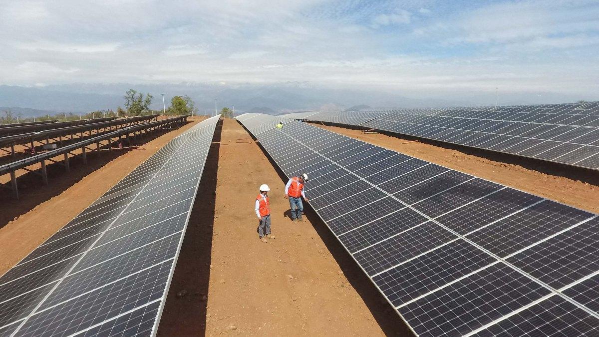Inauguran planta de generación fotovoltaica para abastecimiento de operación minera